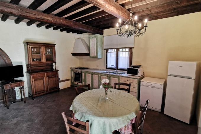 cucina-esclusivo-casale-in-pietra-in-vendita-toscana-maremma-suvereto
