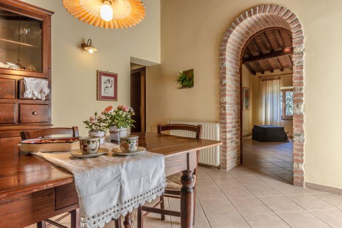 cucina-guesthouse-podere-di-prestigio-con-piscina-in-vendita-toscana-pisa-volterra