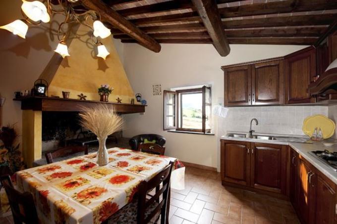 cucina-lussuosa-villa-vendita-chianni-toscana