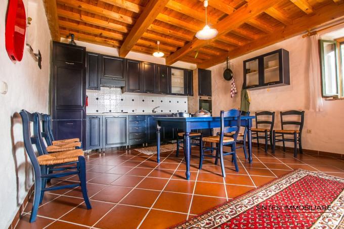 cucina-podere-di-prestigio-con-2-casali-in-vendita-toscana-siena-radicondoli