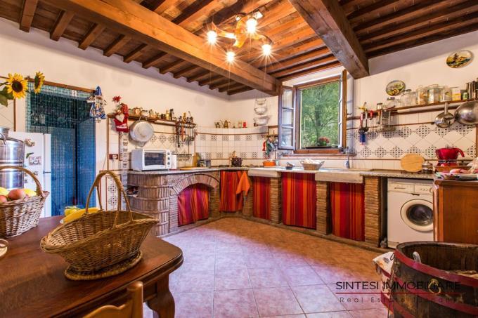 cucina-prestigioso-rustico-colonica-in-vendita-toscana-pisa