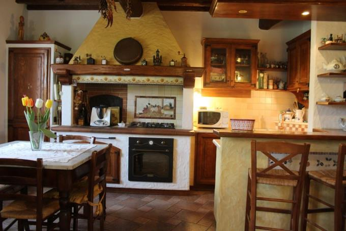 cucina-rustico-casale-d'epoca-in-vendita-toscana-pisa-montecatini-valdicecina