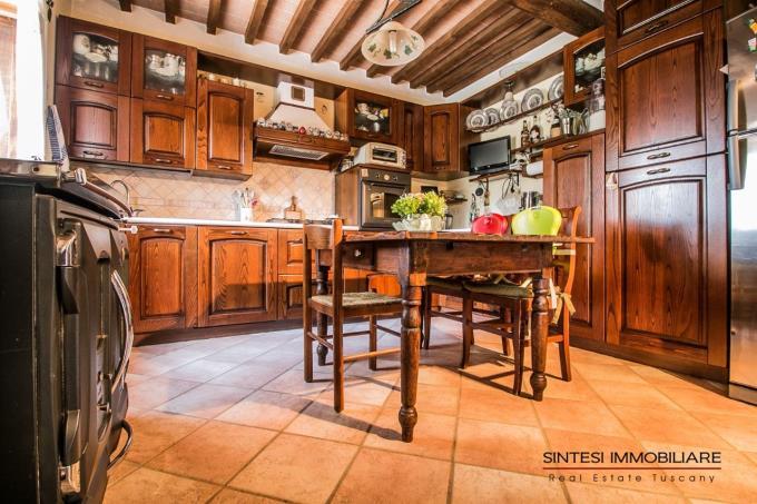 cucina-rustico-ristrutturato-vicino-mare-in-vendita-toscana-valdicornia-suvereto