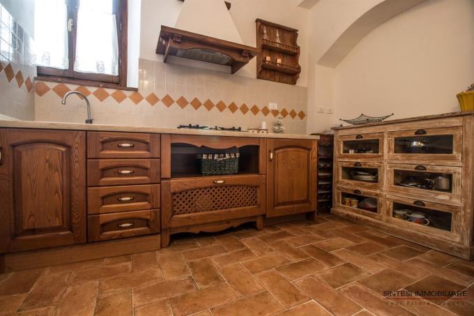 cucina-rustico-casale-in-pietra-in-vendita-toscana-suvereto-baratti