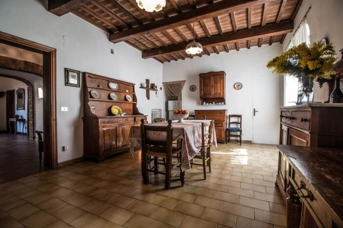 cucina-villa-con-vista-mare-in-vendita-toscana-pisa-montescudaio