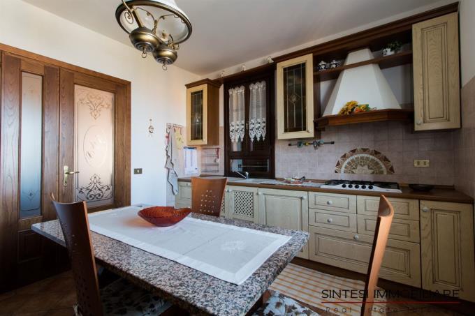 cucina-villa-di-prestigio-con-piscina-in-vendita-toscana-casciana-terme-pisa