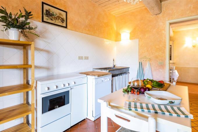 cucina-villa-esclusiva-con-piscina-vicino-mare-in-vendita-toscana-livorno-suvereto