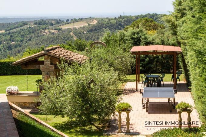 particolare-giardino-lussuosa-villa-vendita-toscana-castellinamarittima