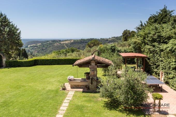 romantico-giardino-proprieta-vendita-toscana-riparbella