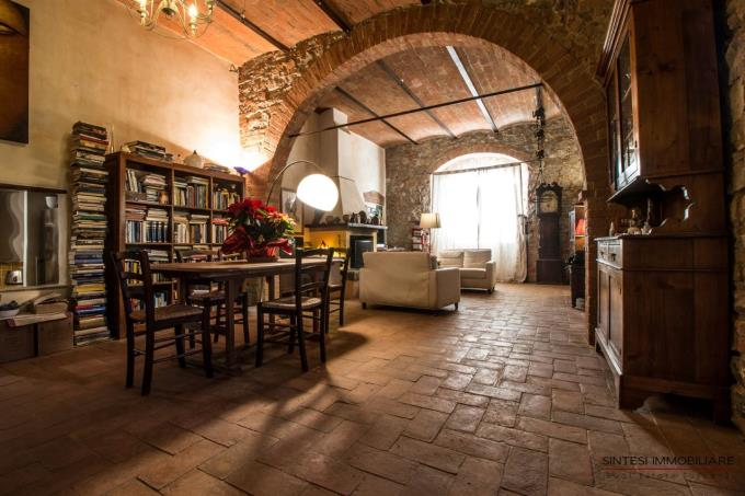 details-living-of-semidetached-farmhouse-for-sale-in-maremma-scansano-tuscany