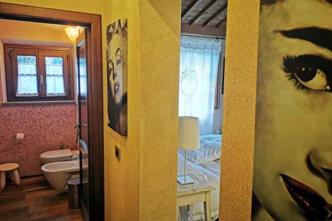 details-of-enchanting-farmhouse-for-sale-tuscany-pisa-lari.jpg