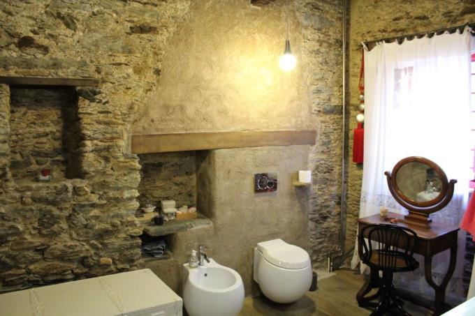 particolare-bagno-prestigioso-rustico-vendita-toscana-pietrasanta