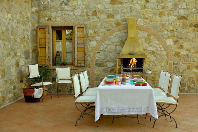 patio-rustico-ristrutturato-vicino-mare-in-vendita-toscana-livorno-bibbona