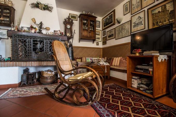 dettagli-caminetto-soggiorno-della-villa-in-vendita-toscana-costa-castiglioncello