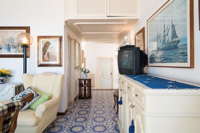 dettagli-salone-appartamento-sulla-spiaggia-in-vendita-toscana-livorno-castiglioncello