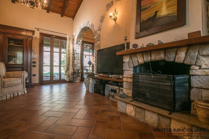 dettaglio-camino-casale-di-prestigio-guesthouse-in-vendita-toscana-pisa-lari