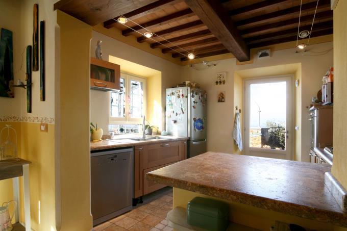 dettaglio-cucina-professionale-casale-vista-mare-in-vendita-tuscany-versilia-pietrasanta