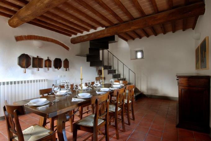 sala-pranzo-casale-principale-vendita-toscana-siena