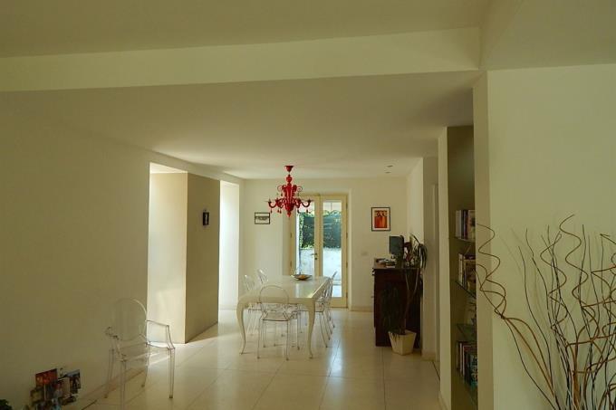 soggiorno-pranzo-prestigiosa-villa-sul-mare-in-vendita-toscana-versilia