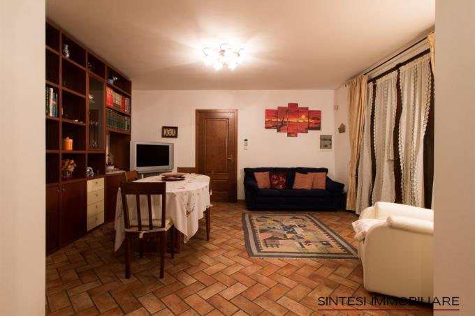 dinner-room-of-esclusive-villa-for-sale-tuscany-pisa