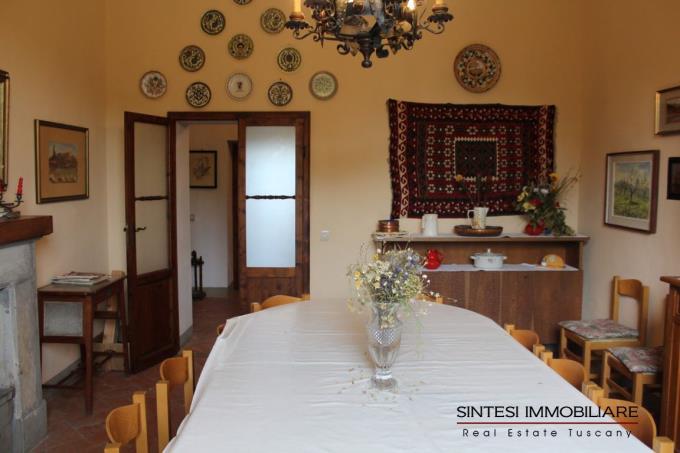 soggiorno-esclusiva-villa-antica-in-vendita-toscana-pisa-volterra