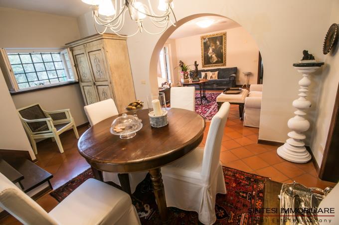 soggiorno-esclusiva-villa-in-stile-toscano-in-vendita-toscana-lucca