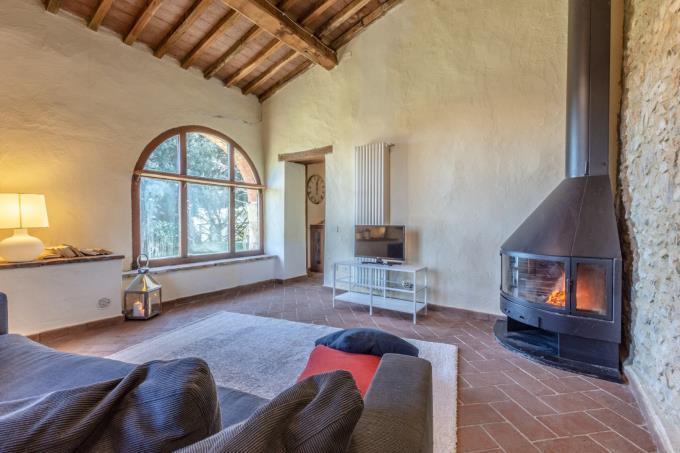 soggiorno-tenuta-di-prestigio-6-camere-6-bagni-piscina-in-vendita-Toscana-Pisa-Volterra