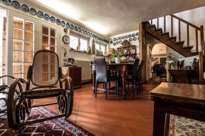 soggiorno-con-camino-villa-con-vista-mare-in-vendita-toscana-quercianella