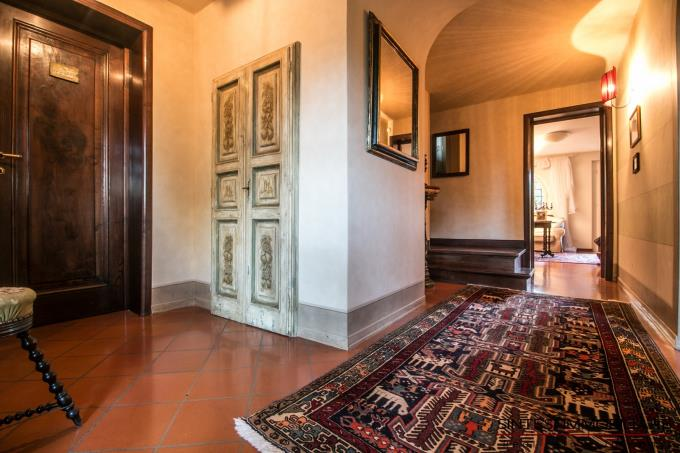 disimpegno-villa-con-5-camere-in-collina-in-vendita-toscana-lucca