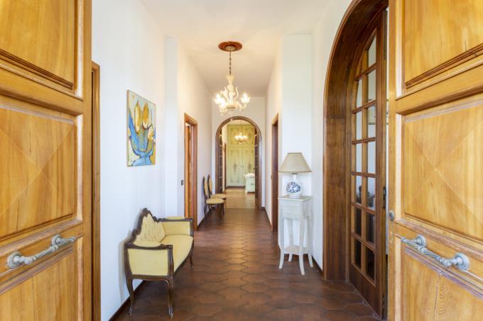 disimpegno-villa-tenuta-vista-mare-in-vendita-toscana-sud-maremma-castagneto-carducci