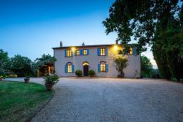 tenuta di lusso dal sapore antico e dal gusto provenzale con piscina e guesthouse, vista mare