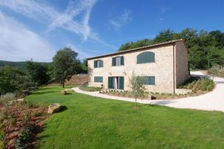 Reduced price rustic ex-barn countryhouse for sale in Tuscany Siena countryside