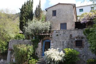 Prestigious 18th tower for sale in tuscany near Pietrasanta