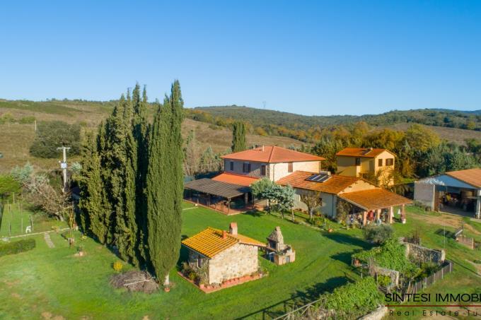 esclusiva-villa-in-stile-toscano-piu-ex-stalle-in-vendita-toscana-maremma-suvereto