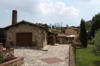 lussuoso casale finemente ristrutturato con piscina in vendita  tra Siena e Volterra