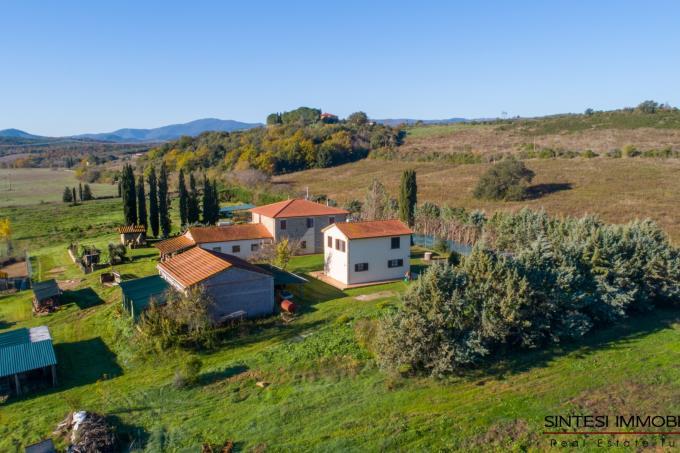 tenuta-per-cavalli-con-villa-in-stile-toscano-piu-exstalla-in-vendita-sud-toscana-maremma-suvereto