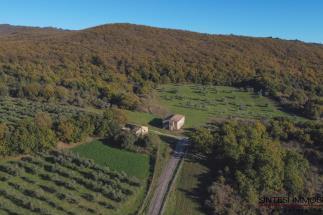 Poggio al Sole tenuta 2 casali da ristrutturare in vendita in Toscana tra Volterra e San Gimignano