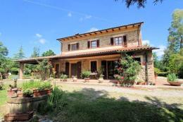 podere con vigneto,oliveto bio, abitazione padronale e guesthouse in vendita toscana| pisa| chianni
