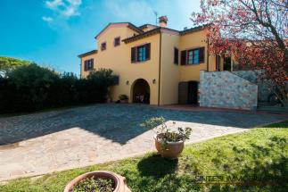 exclusive semi-detached villa with pool for sale Tuscany Pisa
