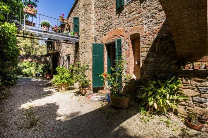 facciata-lato-sud-casale-vendita-toscana-maremma
