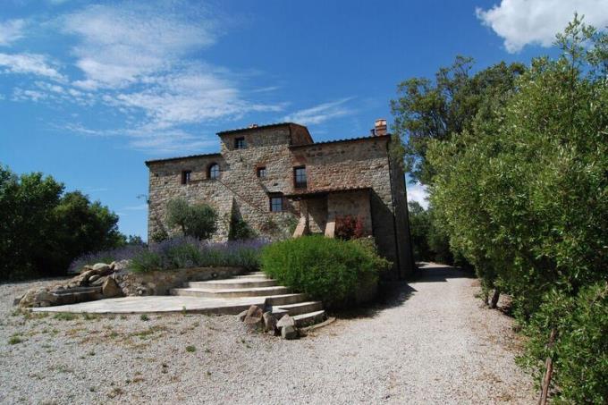 facciata-principale-ex-eremo-agostiniano-in-vendita-toscana-volterra