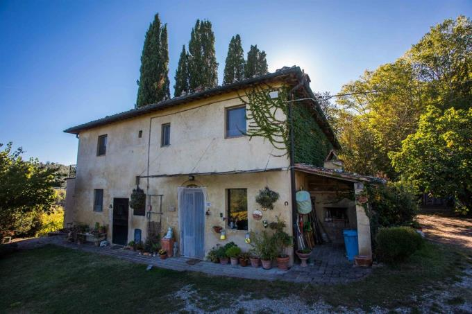 fattoria-con-vigneti-vernaccia-villa-d'epoca-in-vendita-toscana-san-gimignano