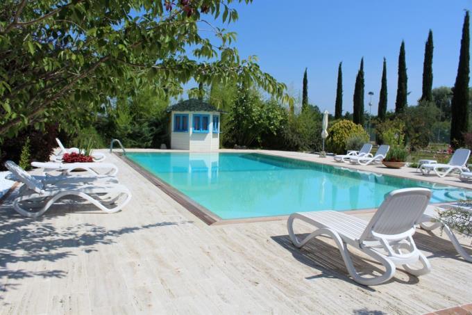 piscina-lussuoso-rustico-casale-in-vendita-toscana-colline-pisane