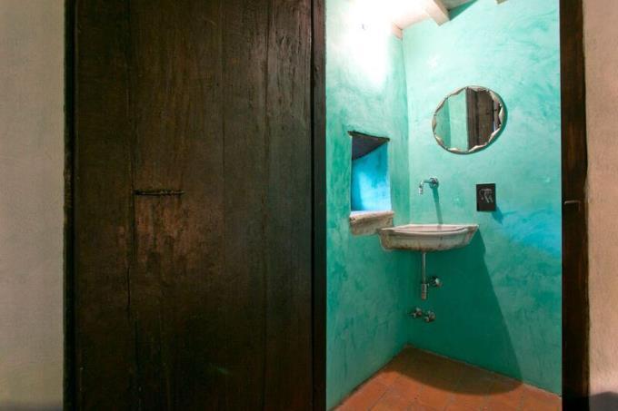raffinato-bagno-tenuta-con-castello-eremo-in-vendita-toscana-volterra