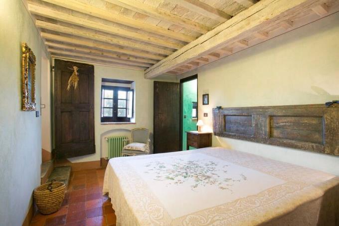 camera-prestigioso-eremo-anno-1100-in-vendita-toscana-volterra