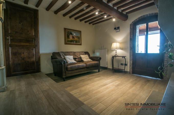 living-con-camino-autentico-casale-ristrutturato-in-vendita-toscana-pisa-montecatini-val-di-cecina