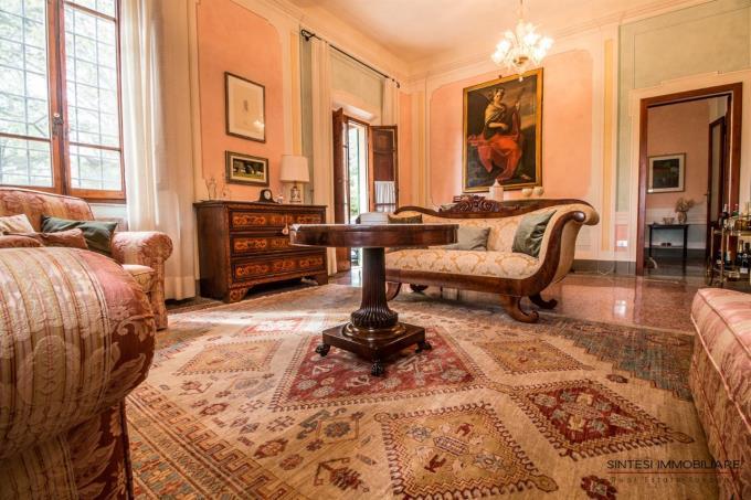 salone-con-affreschi-originali-villa-di-prestigio-in-vendita-in-toscana-tra-pisa-e-volterra