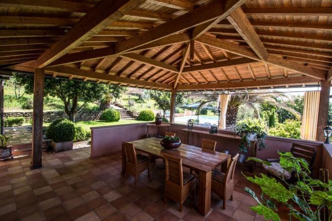 piscina-con-porticato-villa-in-vendita-toscana-castagneto-carducci-livorno