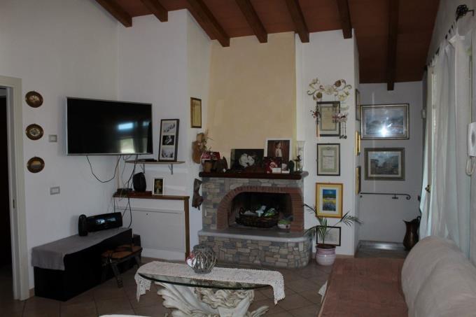 caminetto-villa-di-prestigio-in-vendita-toscana-lucca-versilia