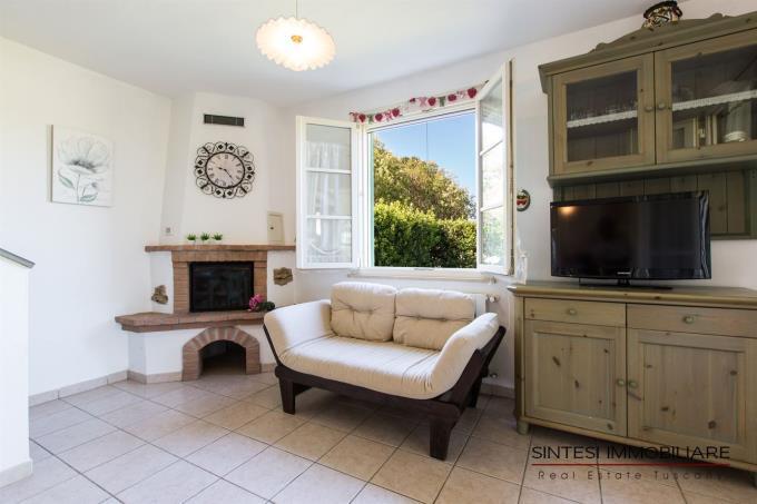 caminetto-salotto-villa-vendita-costa-toscana-livorno